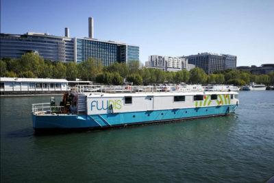 Traction du bateau logistique 'Fludis', Paris, France